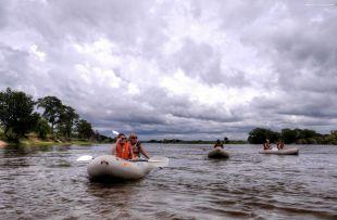 Zambezi Sands - canoeing on Zambezi (WETU)